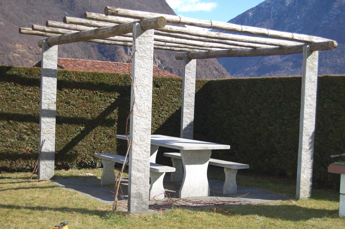pergola aus granit mit kastanienholz iim set zu g nstigen konditionen pergola f r gartenbau. Black Bedroom Furniture Sets. Home Design Ideas